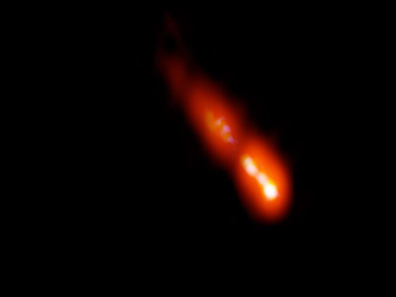 questo-raggio-luminoso-proviene-galassia-12-8-miliardi-anni-fa-v3-489696-800x600-1